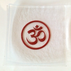 Om glass tray