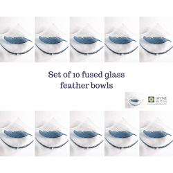 Pack of ten Feather bowls in clear glass and deep indigo blue