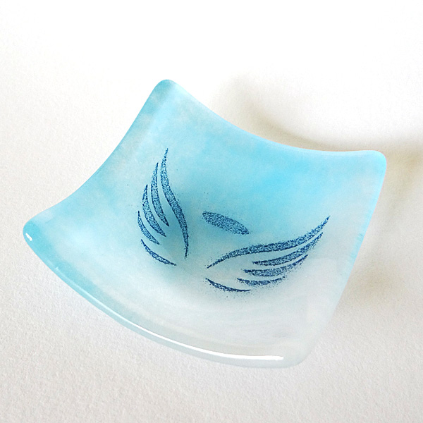 Angel wings bowl in blue and white glass blend
